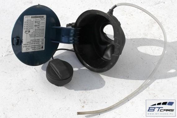 VW POLO KLAPKA WLEWU PALIWA LD5L 6R0809857L 6R 6C 6R0 809 857 L + korek kolor: LD5L - niebieski (blue silk metallic)